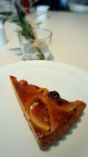 マーガレットハウエルCafeのイチジクとアーモンドのタルト。そこそこ甘いがイチジクの爽やかな風味が良い!また食べたい。 Margarethowell Margarethowellcafe Cafe Tart Figs