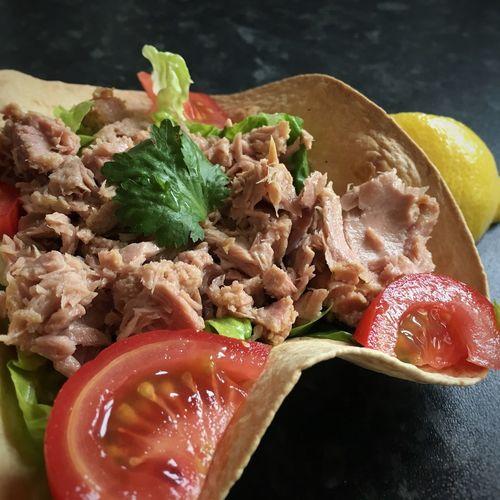 Tuna tortilla bowl... Tuna Salad Tortilla Bowl Healthy Eating Summer Salad Yum! Food Photography Foodstagram Foodblogger Foodblog Foodie Salad Time