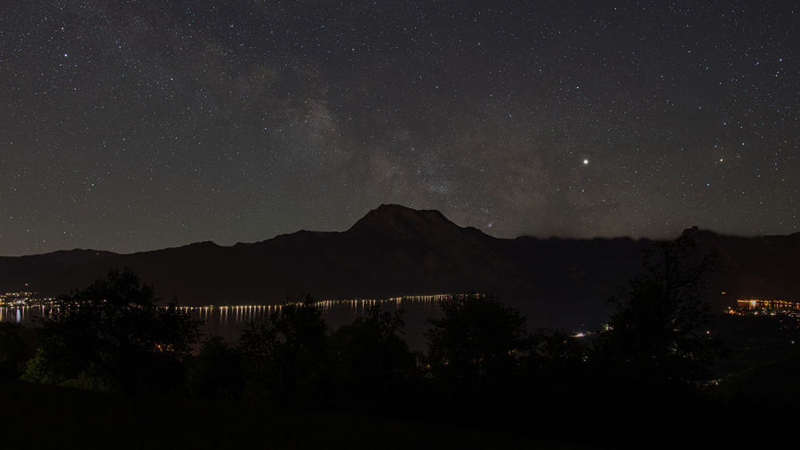 Nachtfotografie Nachtaufnahme Nachthimmel Sternenhimmel Sternennacht Traunsee Salzkammergut, Austria Berge Österreichs Nachts Night Star - Space Space Sky Scenics - Nature Beauty In Nature Astronomy Mountain Nature No People Star Galaxy Tranquility Tranquil Scene Illuminated Architecture Star Field Silhouette Outdoors Tree