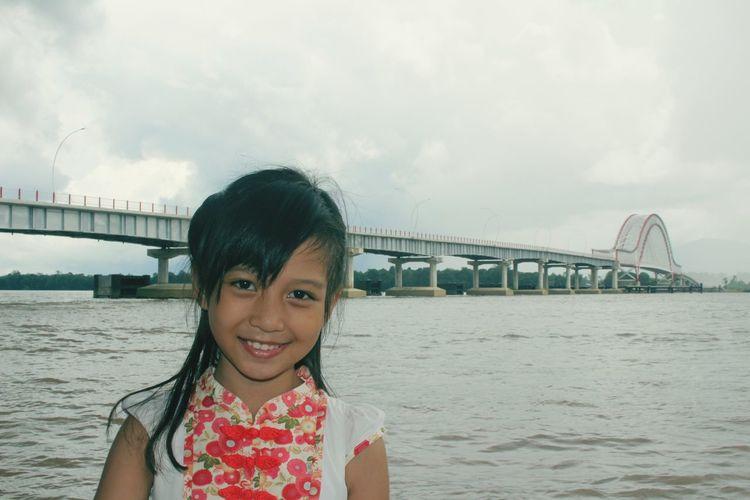 Showcase: January Smile❤ Bridge Cute Girl Littlecousin River View Eyeem Potrait Indonesia_photography EyeEm Indonesia