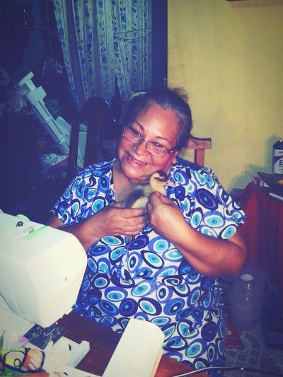 Mi madre y su patitu bebe (mi madre tan linda y humanista) te amo mamita linda
