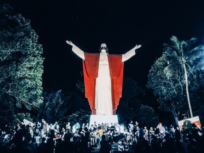 Kamay ni Hesus Politics And Government City Citizenship Politics Fan - Enthusiast Illuminated Crowd Flag Celebration Symbolism