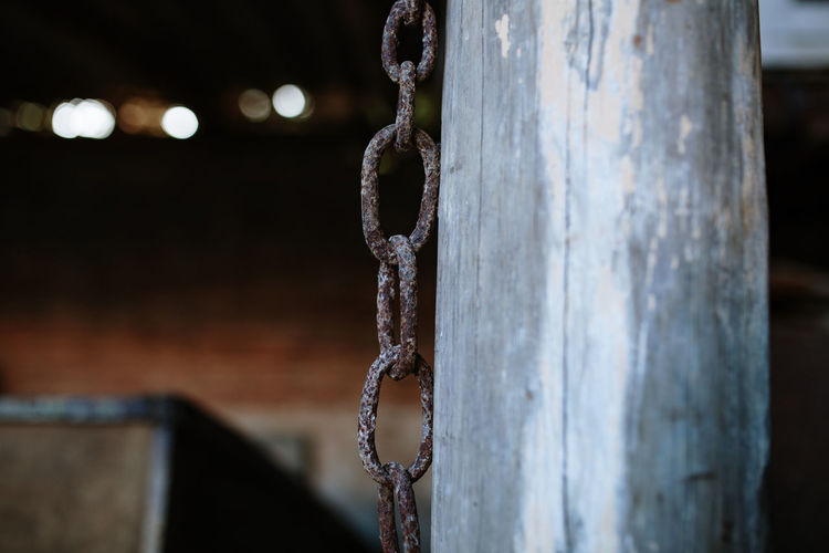Rusty Rusty Metal Rusty Things Chain Protection Wooden Post Focus On Foreground Metal No People Wood - Material Close-up Hanging Outdoors Day Old Strength Selective Focus Connection Weathered