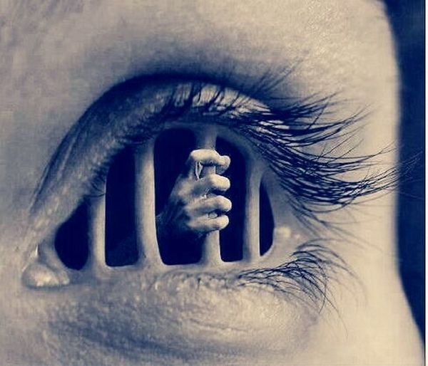 Soy prisionero de tus ojos.