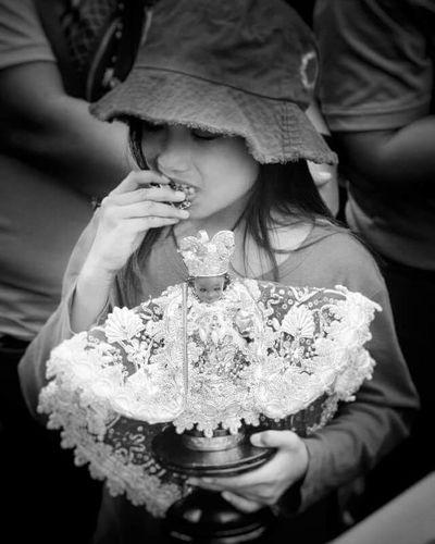 Faith knows no age. Blackandwhite Blackandwhitephotography Photography Nikon Snapseed Stonino Sinulog2015 Nikonboi Festival Cebu Cebuano Asian  Pinoy Instalike Instapic Like4like Followforfollowback Itsmorefuninthephilippines