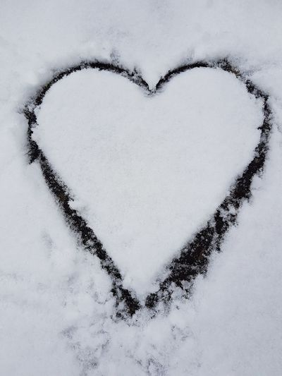Heart Shape Love Close-up Day Seasonal Still Life Photograpy No People Holiday - Event Celebration Season  Weihnachten White Color Winter Theme Winter Snow Cold Heart Shapes In Nature Playing Outdoors Christmastime Valentine's Day - Holiday Sign