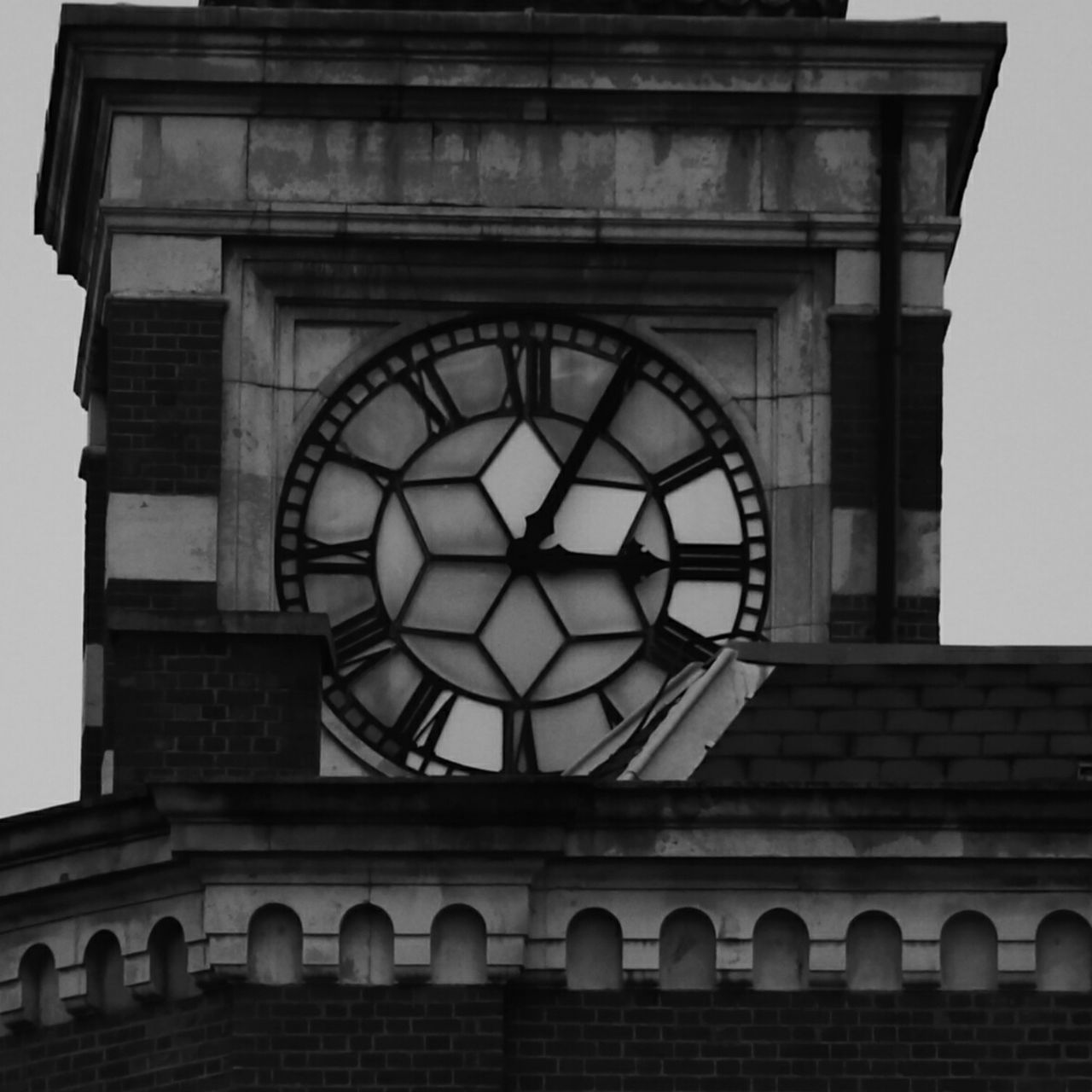 architecture, built structure, building exterior, clock, low angle view, time, arch, no people, window, outdoors, clock tower, clock face, day, history, travel destinations, sky, roman numeral, city, minute hand, hour hand, close-up