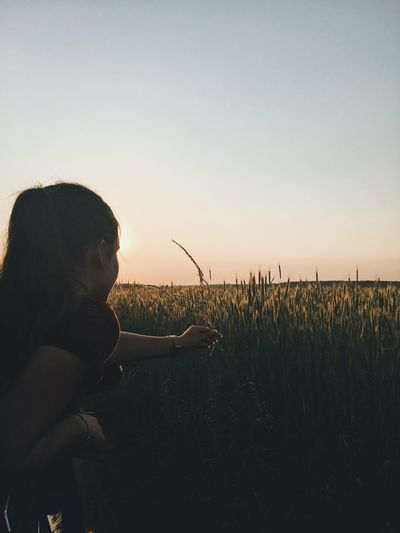 Rural Girl Sky One Person Real People Lifestyles Leisure Activity Nature Side View Land Sunset Field Plant Grass Holding Landscape The Portraitist - 2018 EyeEm Awards The Traveler - 2018 EyeEm Awards