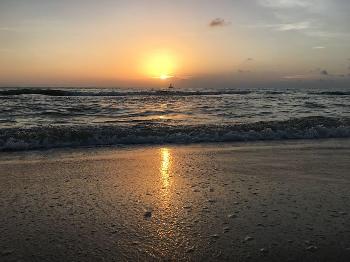 Sunset Sea Beach Water Scenics Sun Tranquil Scene Beauty In Nature Horizon Over Water Tourism Vacations Wave Travel Destinations Majestic Shore Tranquility Idyllic Tide Non-urban Scene Travel Sailboat