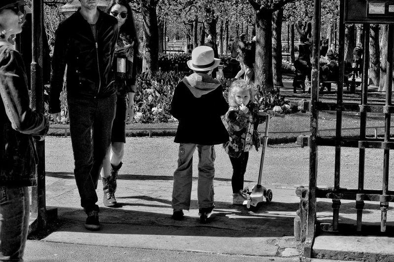 The Changing City EyeEmBestPics EyeEm Best Shots Париж Paris, France  B&w Street Photography EyeEm Gallery B&w Photography Capture The Moment I Love My City Paris France EyeEm франция мост дети