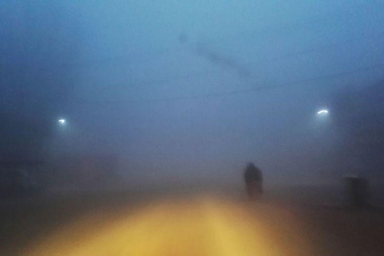 雾 Night Moon Full Moon Fog Silhouette Spooky Outdoors Illuminated Landscape Sky No People Nature Astronomy Space 雾