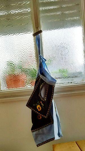 El delantal la mañana siguiente a una larrrga noche de mucho cocinar... 😊😊😍Hanging Indoors  Window No People Day Water Close-up