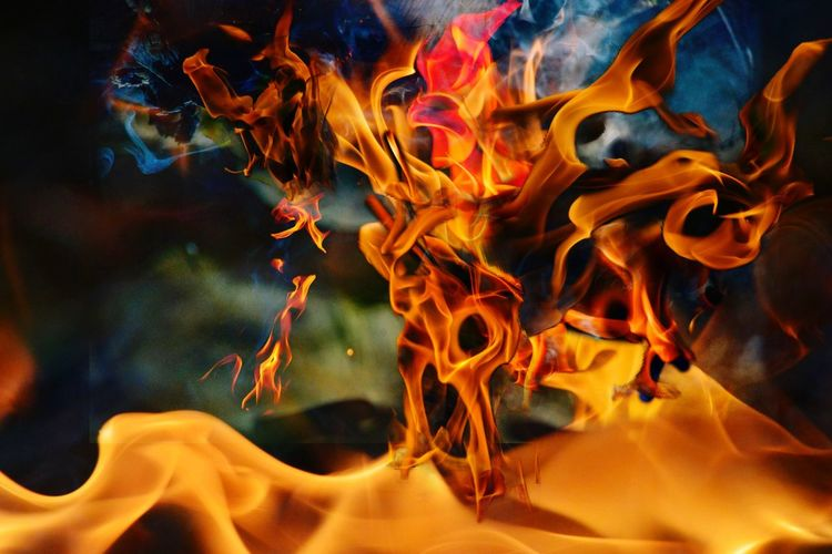 Flammen Mehrfachbilder Fotomix Motion No People Burning Flame Fire Close-up Multi Colored Heat - Temperature Glowing Psychedelic Pattern Full Frame Fire - Natural Phenomenon Orange Color Abstract Nature Indoors  Water Backgrounds Mixing The Creative - 2019 EyeEm Awards