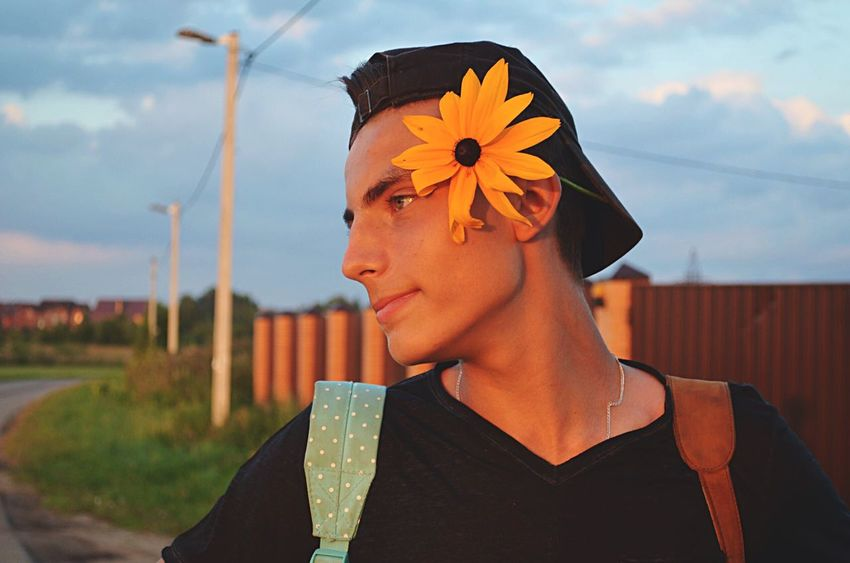 Flower One Person Real People Day Sky Lifestyles Young Adult Nature People Men Young Portrait