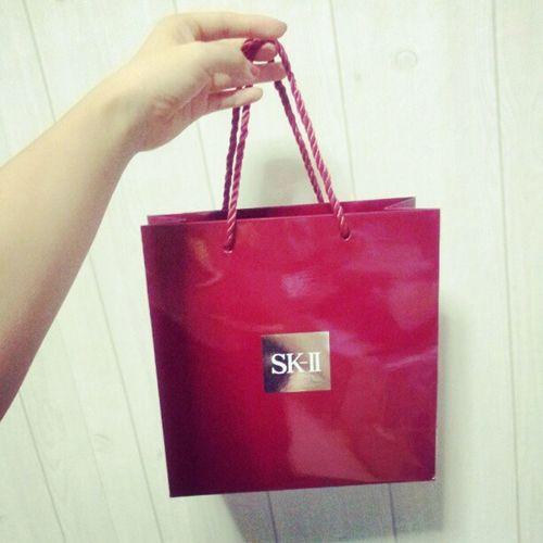 오늘의 쇼핑 @SK2_KOR 안엔 뭐가 들었을까? Let't u guess Sk2 Japanese  JapaneseCosmetic Japanesebrand japanesebeauty JapaneseCosmetic cosmetic beauty shopping shoppinglist
