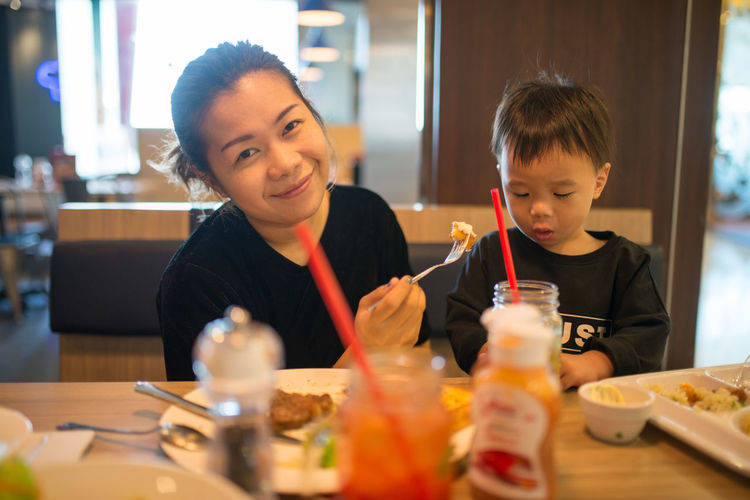 Eating Family Happiness Happy Kid Love Lunch Smail