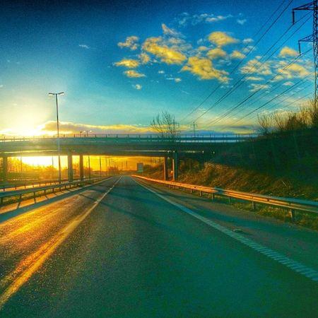 Ensamt på E6 Spring Westcoast_sweden yosweden ig_sweden wu_sweden bestofscandinavia ig_natur loves_sweden internationalpictures ig_ikeda halmstad halland sverige sweden hejhalmstad 7dagarbilden skylovers cloudlovers morning morgon sol soluppgång sunrise sunlovers