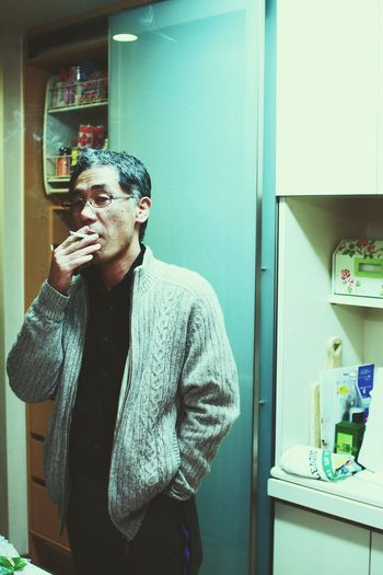 EyeEm Best Shots EyeEm Nature Lover EyeEmNewHere EyeEm Selects EyeEm Gallery Eye4photography  EyeEm Japan Japanese  Day Domestic Room Men Standing Domestic Life Young Men Front View Cigarette  Capture Tomorrow A New Perspective On Life Human Connection My Best Photo