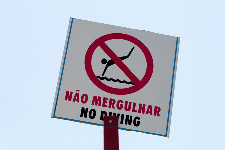 Clear Sky Close-up Communication Eye4photography  EyeEm EyeEm Best Shots EyeEmBestPics No Diving No People Outdoors Red Signs Warning Warning Sign Portuguese_english