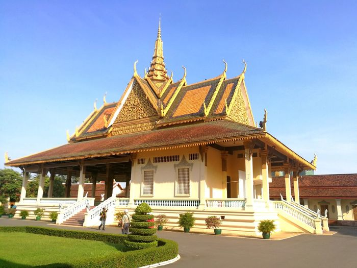 Phnom Penh Royal Palace King - Royal Person Gold Place Of Worship Royalty Religion Arrival Business Finance And Industry Gold Colored Front Or Back Yard City