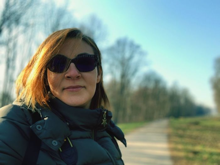 Gita al parco Ritratto Winter Holiday Park Woman Of EyeEm Portrait Sunglasses Glasses One Person Real People Headshot Fashion Looking At Camera Leisure Activity Day Nature Lifestyles Sky Young Adult Front View