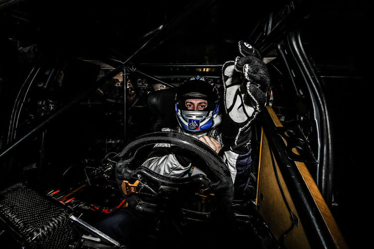 desde adentro Casco DTM Guante Racing Automóvilismo Bebu  Carrera Girolami Illuminated Indoors  Looking At Camera Men Night One Man Only One Person People Piloto Portrait Racing Car Real People Stc2000 Transportation Volante Wtcc