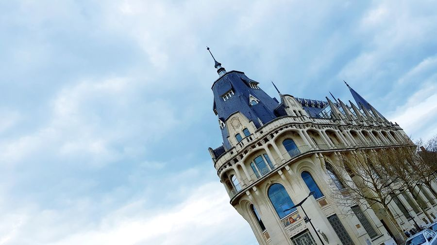 Blue Sky City Clock Face Clock Representing History Politics And Government Sky Architecture Cloud - Sky Building Exterior Place Of Worship