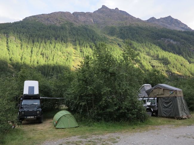Alpes Alps Outdoors Tranquility Mountain Scenics Nature Defender110 Offroad Land Rover Motor Home Camping Landscape Tree Tranquil Scene Traveling Home For The Holidays Mountain Peak 4x4 Bivouac