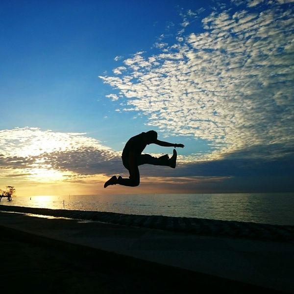 Let's jump Shiluette Gadgetgrapher Gadgetgrapher_riau Bengkalis Sunset Sony Xperiaz2 Beach