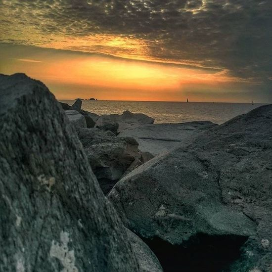 PARIKIA, PAROS. SUNSET. 1935 PM. Paros Paro Parikia Sunset Greecesunset Greece Greecestagram Greece2015 Cyclades_islands Cyclades Red Picoftheday Photooftheday Photoofgreece Photoofsunset Summer Sea View Views Seasunset Enjoy