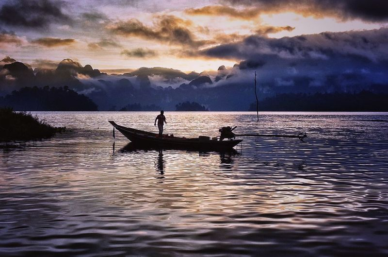 Silhouette Lake Sunset Mountain One Man Only Fisherman Only Men Water Nautical Vessel One Person Adult Men People Outdoors Vacations Cloud - Sky Nature Night Adults Only Kayak Connected By Travel