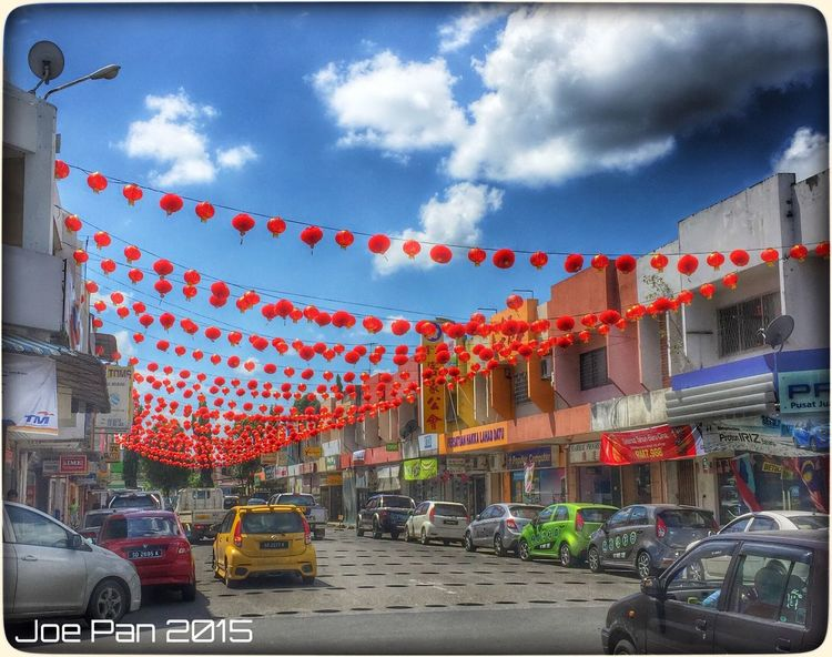 It is the time of the year again when the streets are decorated with red lanterns! Chinese New Year Cny Lahad Datu Streetphotography