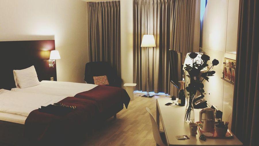 TBT  Valentinesday Love Hotel Room