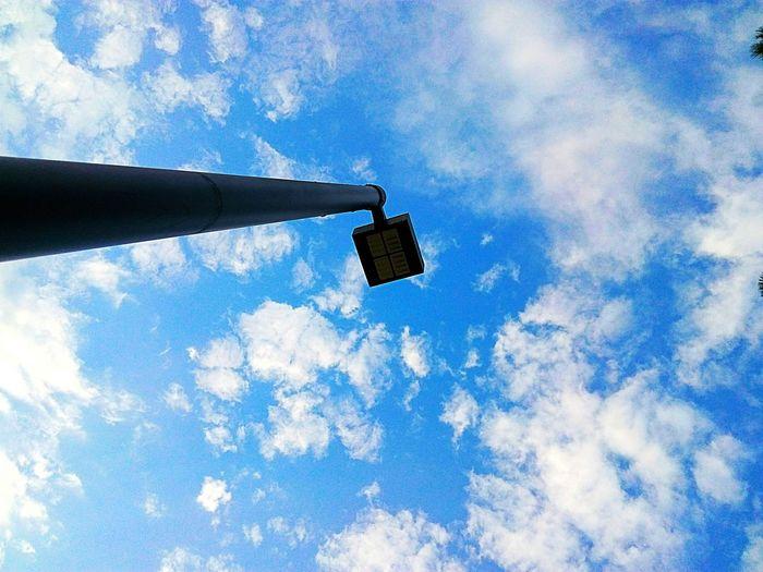 Hacia el cielo. Road Sign Building Exterior Architecture Cloud - Sky The Street Photographer - 2018 EyeEm Awards The Architect - 2018 EyeEm Awards The Creative - 2018 EyeEm Awards EyeEmNewHere