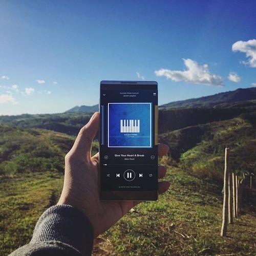Give your heart a break. Kata Katai4 Spotify Spotifyapp DemiLovato Alexgoot GiveYourheartabreak Alexgootcover Handsinframe Pixlr PixlrExpress Mountains Clouds IGDaily Songsiwishiwrote