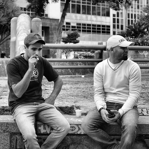 Retratodobrasil Retratosanonimos Retratosurbanos Sponline sp sampa achadosdodia achadosdasemana cenaspaulistanas brotherhood nx3000 samsung walkaround brasil vivianmaierfeelings bw peb nanushkafotografia