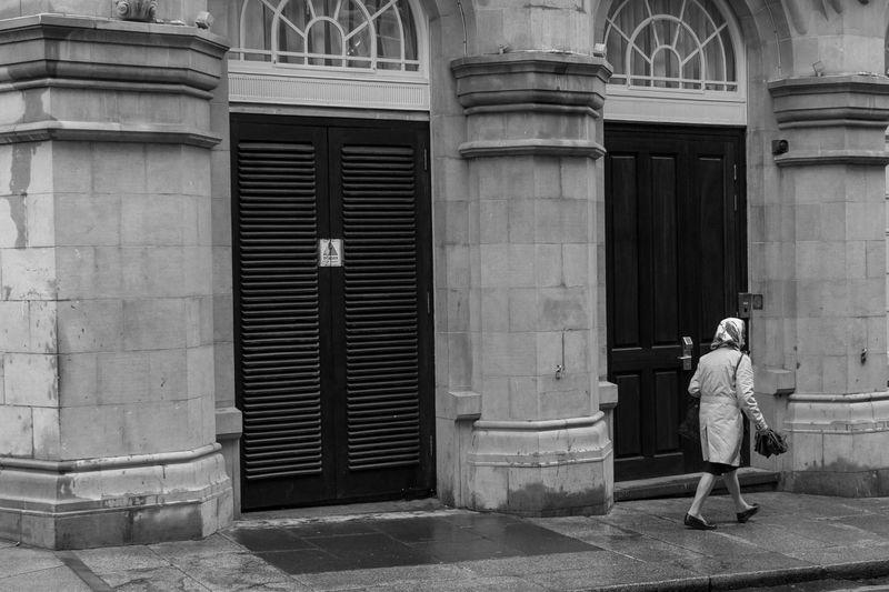 Shades Of Grey Public Transportation Urban Style EyeEmbestshots Eye4photography  Vscogood EyeEmBestPics Vscocam Eyemphotography