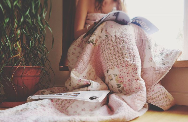 Indoors  Home Interior Bed One Person Bedroom Day Close-up eEm Magazine] Human Body Part Adult Blanket Flowers Plant Window Day EyeEm I Am Eyeem Woman Reading Sitting EyeEm Magazine Low Angle View Millennial Pink
