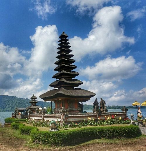 Bali , Indonesia Exploreindonesia Explorebali Bedugul Temple Portrait Beauty View