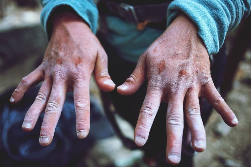 Mountains Climbing Rock Climbing EyeEm Selects Human Hand Human Body Part Hand Body Part Real People One Person Human Finger Lifestyles Women Unrecognizable Person Dirt