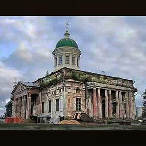 Церковка еще до реставрации. Сейчас потихоньку восстанавливать начали. Красивая будет