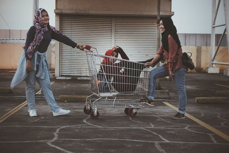 Young Adult Shopping Cart People Lifestyles Young Women Outdoor Photography Teenagers  Day Mobilephotography Friend ✌ Hangout Chillaxing Chill Mode Chill Out Girlsday Laughing Out Loud Crazy Friends Crazy Moments Crazy Time Amateurphotographer  Amateurediting VSCO Cam EyeEm Gallery