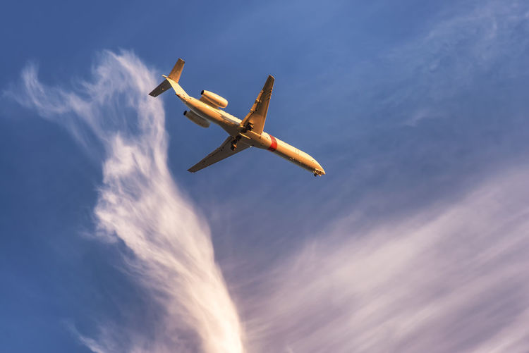 Low Angle View Sky Flying Air Vehicle Mid-air Cloud - Sky Airplane Motion Mode Of Transportation Transportation Travel on the move Nature No People Outdoors Public Transportation Day Commercial Airplane Plane Propeller Airplane Aerospace Industry Aerobatics Private Airplane