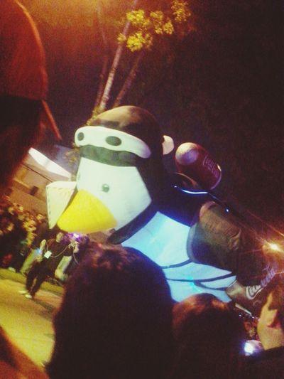 Un pingüino en Puebla Feliz Navidad Cocacola Desfile Navideño Puebla De Zaragoza