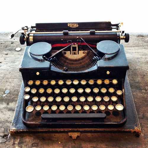 Typewriter Oldtimes Wordsneverspoken Timesrunfast Signoftimes