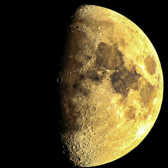 Klarer Mond am Himmel Natur Himmel Planet Nacht All Brilliance  Struktur Mond Hessen Germany Deutschland Nikkor Nikon Coolpix P900 Bridgekamera Systemkamera Astronomy Space Moon Galaxy Science Space Exploration Half Moon Textured  Close-up Sky