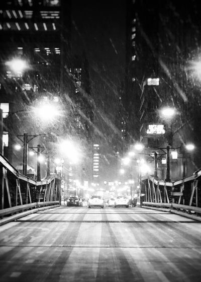 Looking forward ⬆️to the long winter days ahead 🔜🌬🌨 Chicago architecture Chicago Cityscape City black and white frid Chicago Architecture Chicago Cityscape City Black And White Photography Black And White EyeEm Best Shots - Black + White EyeEm Best Shots EyeEm Middle Of The Road Bridge Night Illuminated Street City Architecture Building Exterior Built Structure