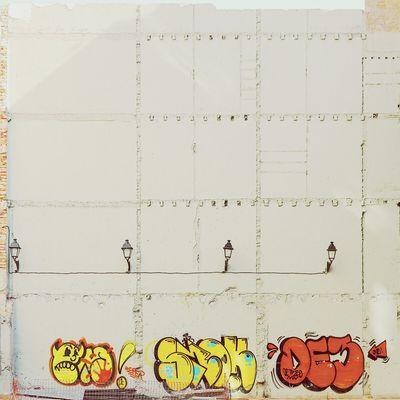 Traces of the past and present | Huellas del pasado y el presente Straightfacade Architecture Graffiti Taking Photos