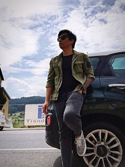 Rockstar pose in Luxembourg before jamming. Tattoos Vans Fiat500L