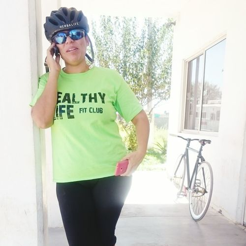 Casual Clothing Leisure Activity Architecture Built Structure Lifestyles Person Building Exterior Sunglasses Young Adult Three Quarter Length Standing Transportation Day Outdoors Green Color My Wife ❤ Te Vi Claudia Feliz Esposo Ciclismo